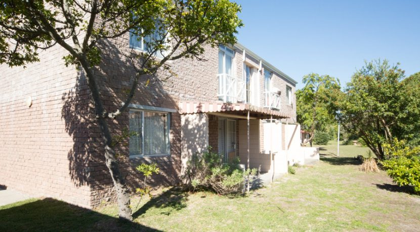 Musgrave-1Bed-outside