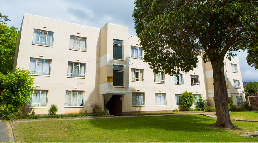 1 Bedroom Flat – Straton Court, Wynberg